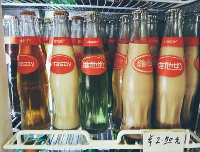 舊式士多冰箱裡的玻璃瓶裝維他奶 (圖片來源:網絡)
