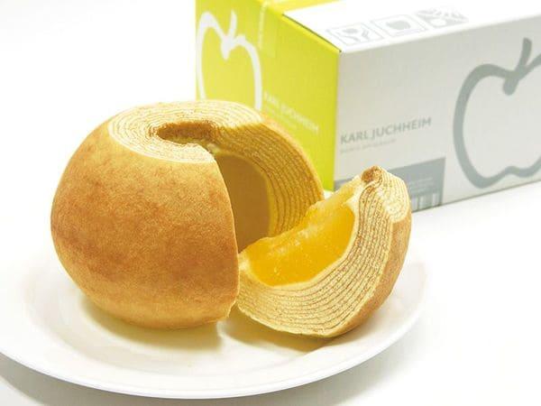 羽田機場限定的蘋果年輪蛋糕,裡面包裹了一整顆煮熟的蘋果。
