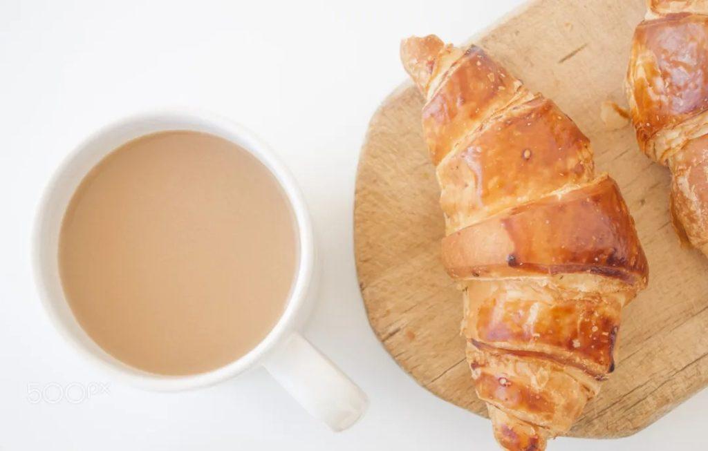 法式牛奶咖啡的最佳搭配是可頌麵包