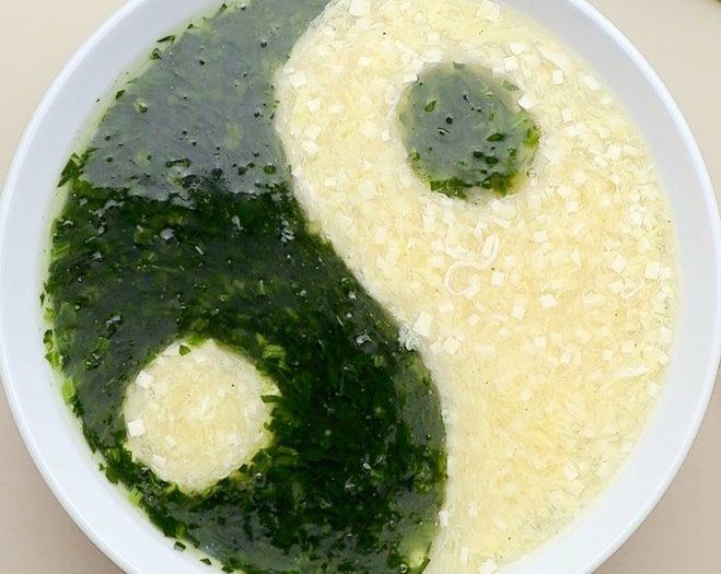 翡翠白玉太極羹 (Spinach Tofu & Egg Soup)