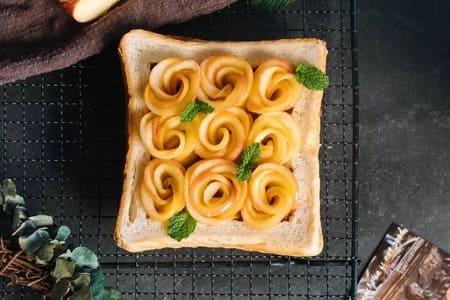 -Apple-Rose-Toast-11