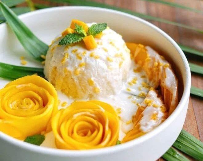 芒果糯米飯 Sticky rice with mango and coconut milk